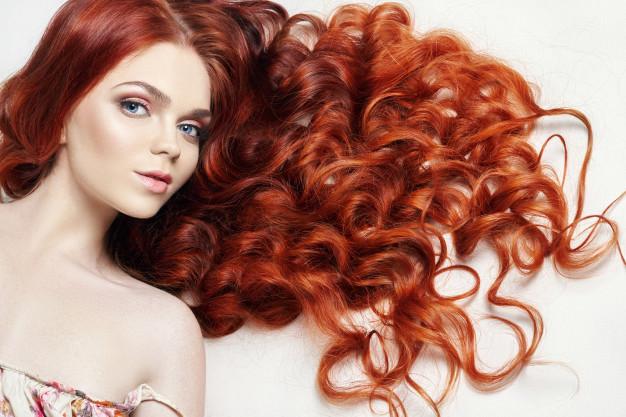 femme rousse sexy aux cheveux longs pour rdv sexe