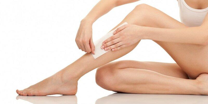 jambes nues de la femme épilation pour le rdv sexe