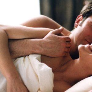 rencontre d'un soir homme et femme au lit